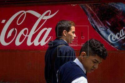 Comerciantes hispanos, molestos con Coca-Cola por cerrar su oficina latina