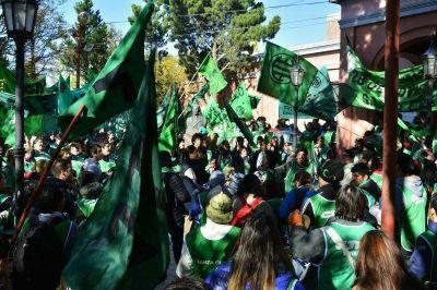 Santa Cruz: Empleados estatales reclaman paritarias y organizan jornadas de lucha