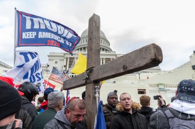 """Evangélicos repudian el accionar de fieles """"radicalizados"""" durante el asalto al Capitolio"""