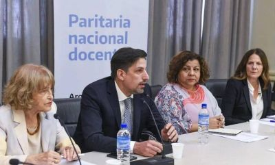 Docentes acordaron la paritaria nacional con un 32% de aumento salarial pero firmarán en Olivos