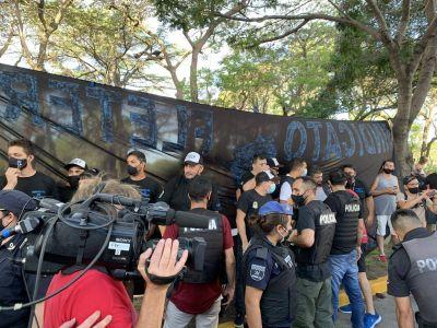 #27F Cruces en Olivos entre manifestantes opositores y afiliados del Sindicato de Fleteros