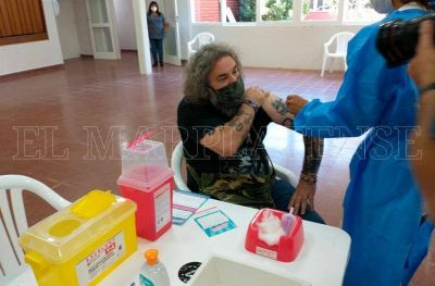 Afirman que si se acelera la vacunación, el impacto de la segunda va a ser menor