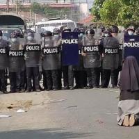 Myanmar: La monja que, de rodillas, pudo frenar una posible matanza