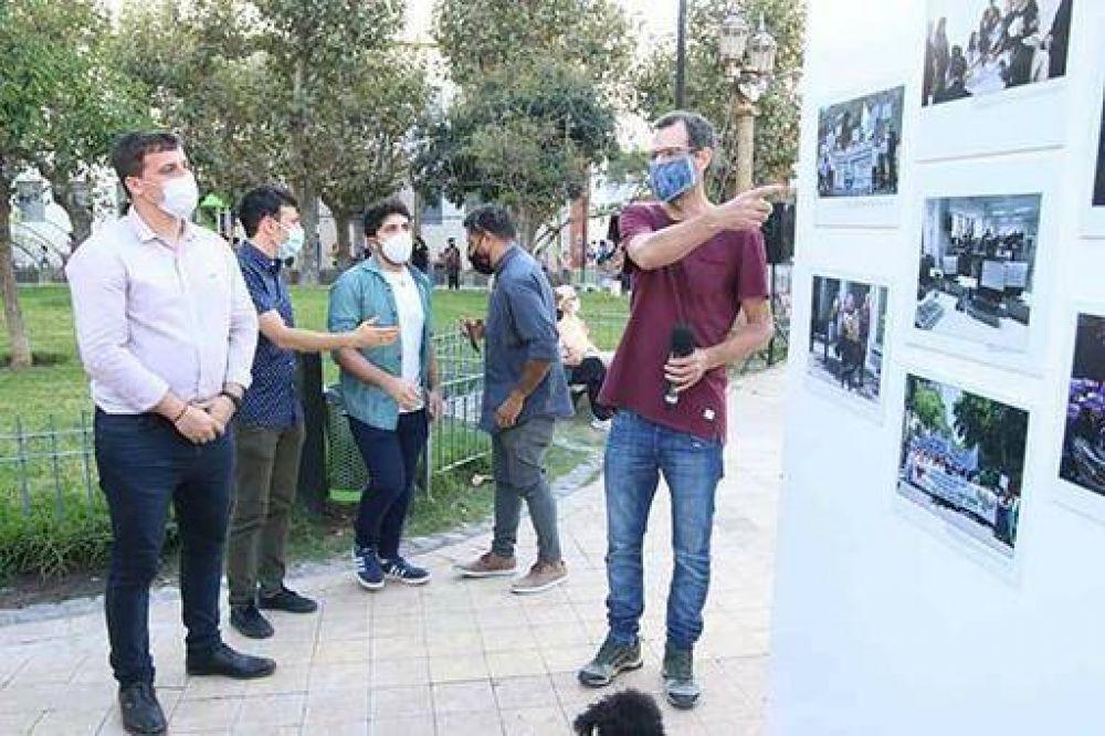 Ferraresi y Chornobroff recorrieron muestra fotográfica en Plaza Alsina