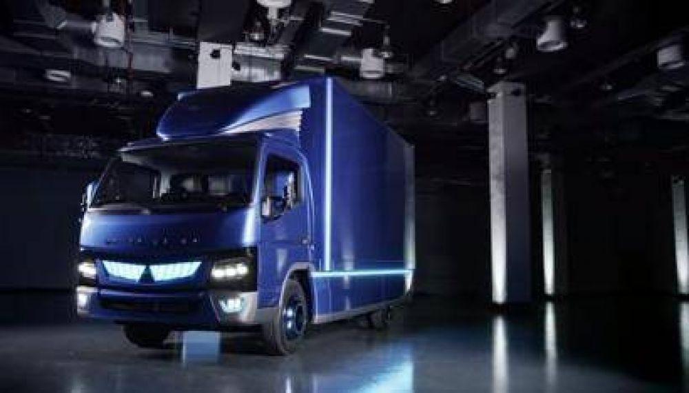 AquaService inaugura la primera ruta de reparto urbano con camión eléctrico