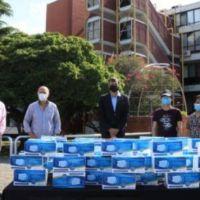 Grindetti recibió el material sanitario durante una reunión realizada en el Palacio Municipal