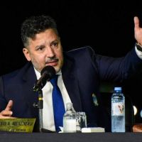 Menéndez abrió sesiones y anunció obras