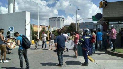 Metalúrgicos salen a la calle para que Paolo Rocca reincorpore a los 35 despedidos en pandemia de Siderar y cumpla con el Convenio Colectivo