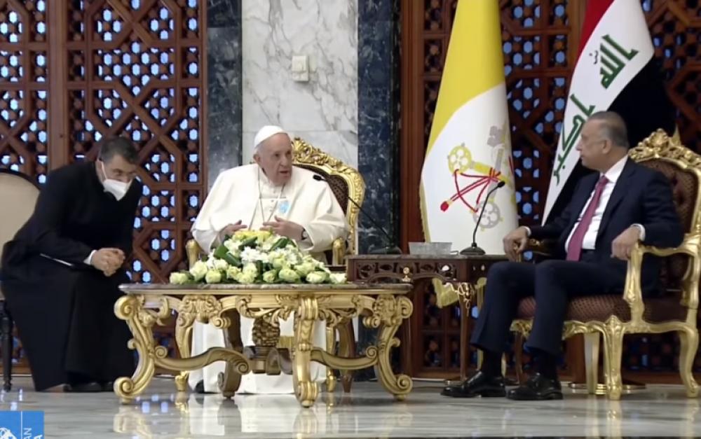 Francisco llegó a Irak en una visita apostólica tan histórica como peligrosa