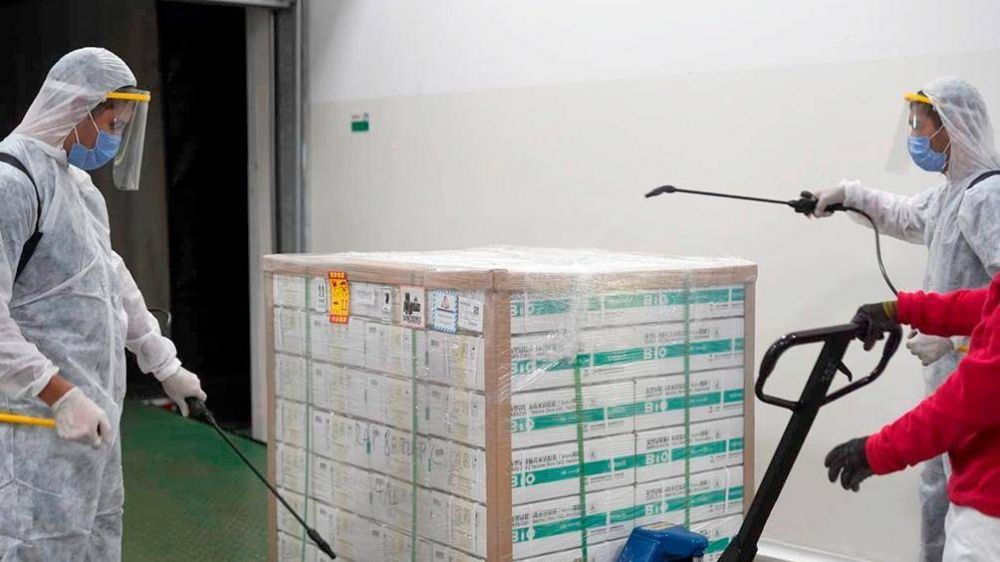 Comenzó la distribución de 406.800 vacunas de Sinopharm a todo el país y gestionan más dosis