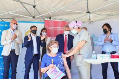 Advertencia de Gollan y una nueva embestida contra las denuncias al plan de vacunación
