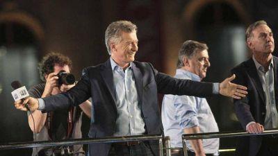Mauricio Macri también quiere hacer campaña con un libro bajo el brazo: