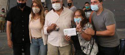 Ferraresi, Chornobroff y Sierra entregaron documentos de ampliación de derechos a más de 60 vecinos de Avellaneda