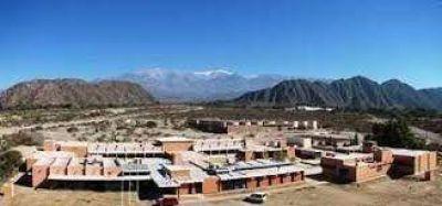 Tensión en Chilecito: trabajadores tomaron el rectorado de la UNdeC