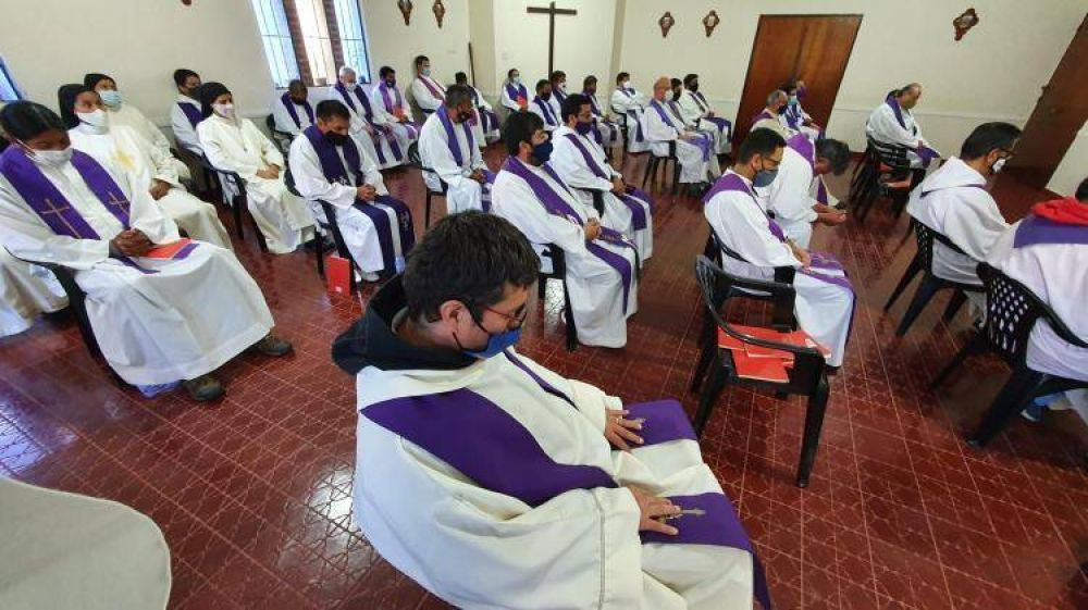 El obispo emérito de Avellaneda-Lanús, monseñor Rubén Oscar Frassia guió los Ejercicios Espirituales anuales