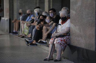 """La CTA pidió la renuncia de Fernán Quirós por el """"desastroso"""" plan de vacunación a ancianos"""