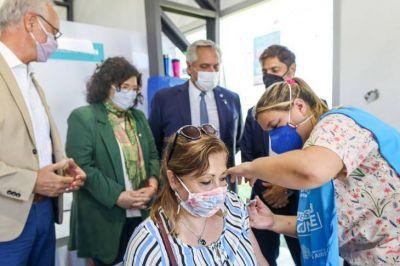 Fernández recorrió un vacunatorio en Avellaneda