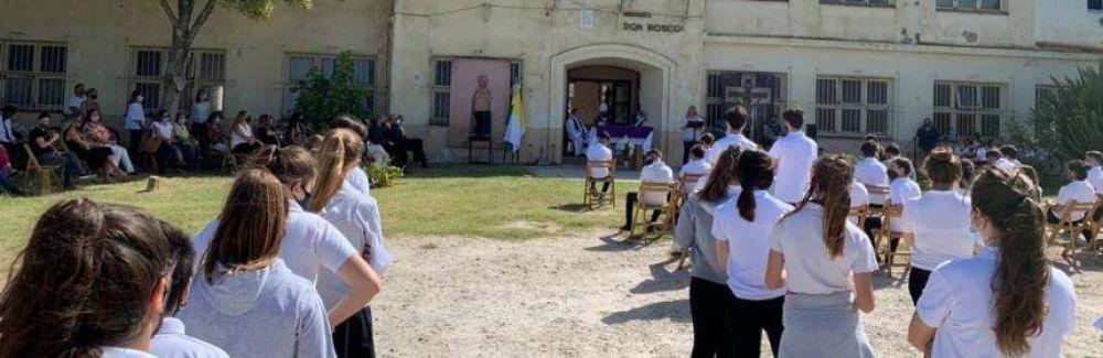 El Obispo Mestre dio inicio al año lectivo en las escuelas católicas