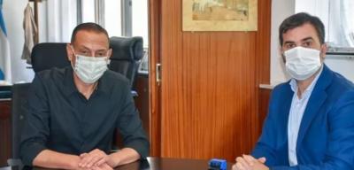 """Echarren y Arrieta firmaron convenio para """"una obra histórica"""" en Castelli"""
