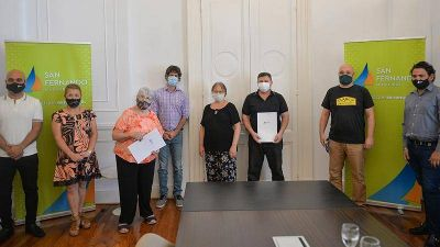 Juan Andreotti entregó subsidios a bibliotecas, teatros y centros culturales de San Fernando