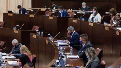 La Legislatura de Neuquén a los chispazos por el conflicto salarial de médicos y docentes