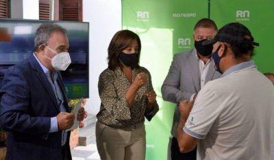 Arabela Carreras entregó aportes a instituciones deportivas de Viedma