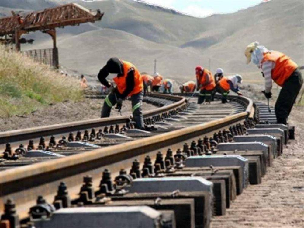 Evalúan proyecto ferroviario bioceánico con funcionarios y empresarios neuquinos