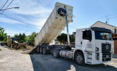 Encuentran basura de gran tamaño en renovación de colector cloacal