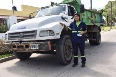 Por primera vez, la flota de camiones de Chascomús tiene una conductora mujer