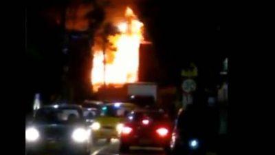 Bomberos controlan incendio en bodega de reciclaje en el occidente de Bogotá
