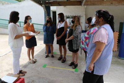 Gisela Zamora participó de la entrega de útiles escolares a jardines de infantes de Tigre