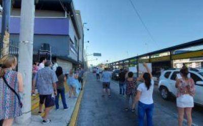 Cansados de la inseguridad, los vecinos de un barrio de Quilmes protestaron frente al Centro de Monitoreo