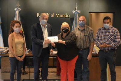 Donación: Morales entregó fondos al Hogar «San Roque»
