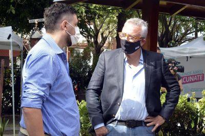 Julio Zamora supervisó dos puntos de vacunación para docentes en General Pacheco