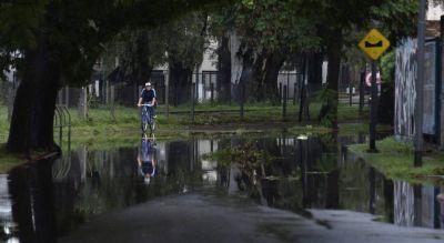 Copiosas lluvias en Córdoba: ríos crecidos en las Sierras; evacuados en la Capital
