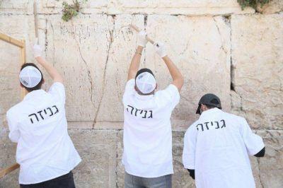 «Limpian» el Muro de los Lamentos previo a Pésaj