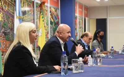Russo, junto a Mussi y mujeres de Berazategui, en el marco de la Ley Micaela