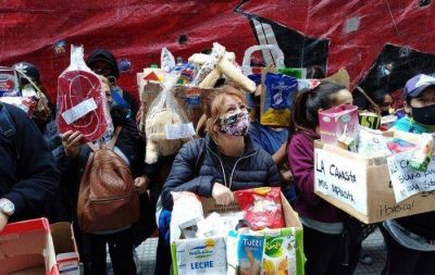 La canasta nos aplasta: movimientos sociales marcharon a la cámara de empresas alimenticias
