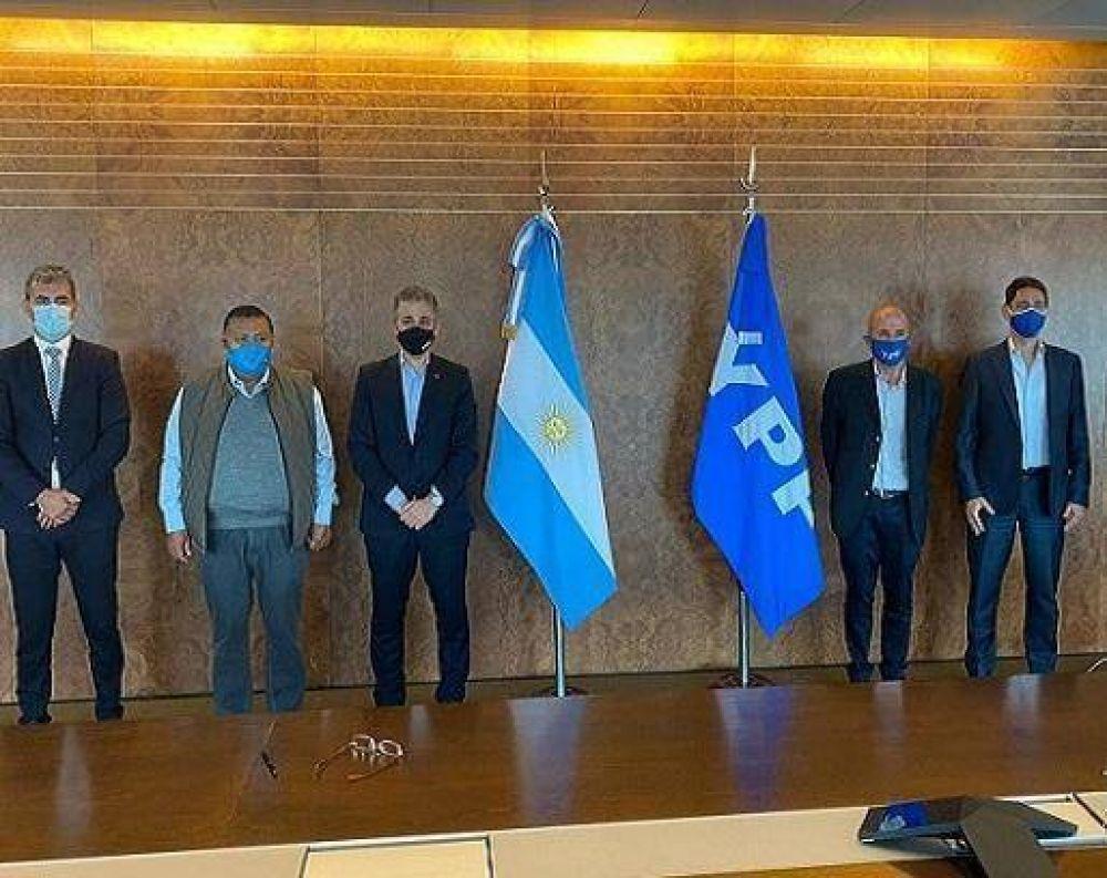Llugdar rubricó el compromiso de YPF para reactivar Equipos en Chubut