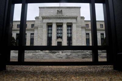 Peso gana 0.64% tras anuncio de política monetaria de la Fed