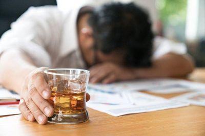 Cómo es Alcarelle, la bebida que promete remplazar al alcohol con una borrachera sana y sin resaca