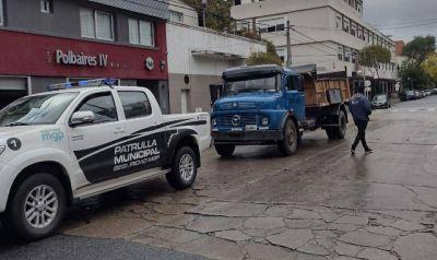 """Detectan a camión que volcaba """"grandes volúmenes"""" de residuos orgánicos en un terreno"""