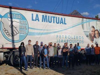 Petroleros Jerárquicos llegó con donaciones para los damnificados por el incendio en la cordillera