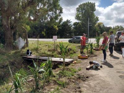 Mientras espera respuestas, un grupo de vecinos erradicó un basural en La Hermosura