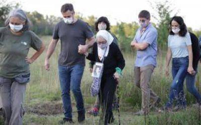 Pilar: Achával y Nora Cortiñas plantaron árboles por la Memoria en la Reserva