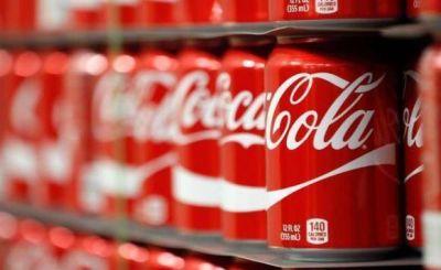 ¿Qué causó la caída de ingresos de Coca-Cola en Sudamérica en 2020, según la empresa?