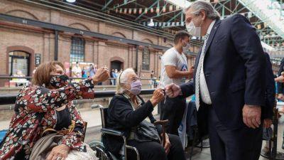 Alberto Fernández espera vacunar a todas las personas de riesgo en abril