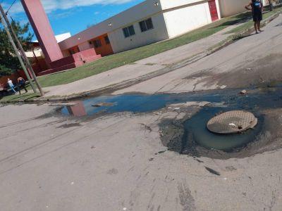 Calles destruidas en Coronel Olmedo y un poste que