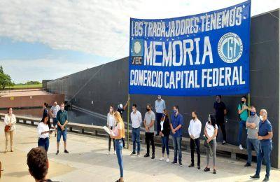 #NuncaMás. Juventud Comercio eligió el Parque de la Memoria para un sentido homenaje a los desaparecidos