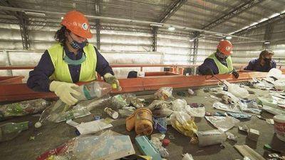 El reciclado de residuos tiene como cliente a la Federación de Cartoneros